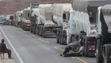 Photo of NEUQUÉN: TRABAJADORES DE LA SALUD MANTIENEN CORTES Y YA HAY MÁS DE 1.200 CAMIONES VARADOS