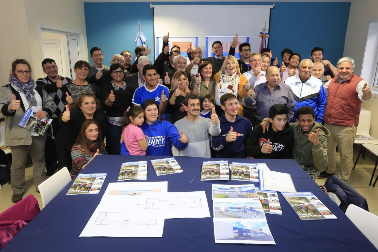Photo of GOBIERNO CONSTRUIRÁ LOS ESPACIOS DEPORTIVOS DEL CLUB SAN MARTÍN, YOPPEN Y LA ASOCIACIÓN DE TAEKWONDO CHACRA IV