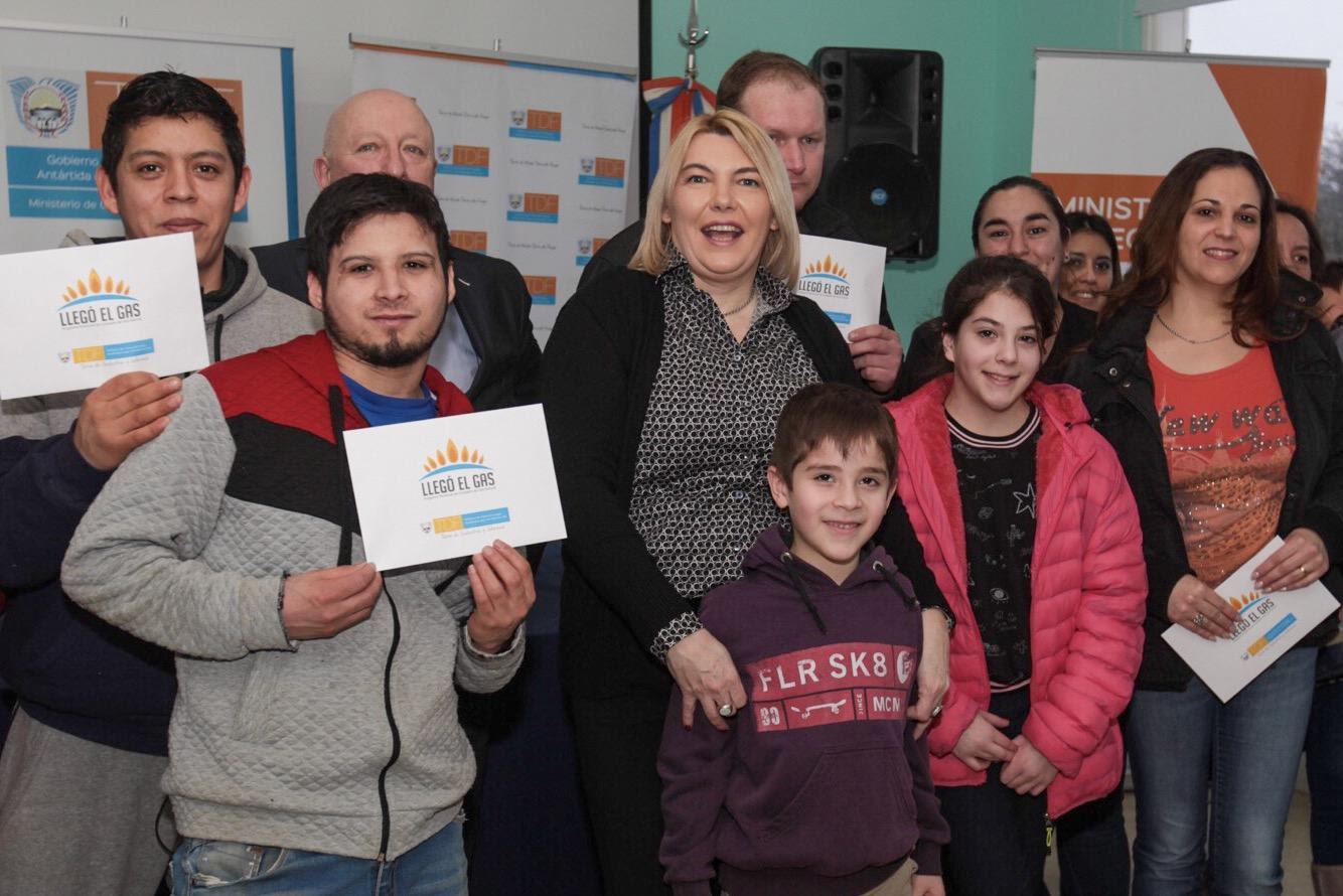 Photo of SE REALIZÓ EN TOLHUIN UNA NUEVA ENTREGA DE APORTES DEL PROGRAMA «LLEGÓ EL GAS»